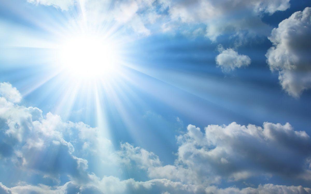 Обои небо, голубое, облака, солнце, свет, лучи, природа на телефон | картинки природа