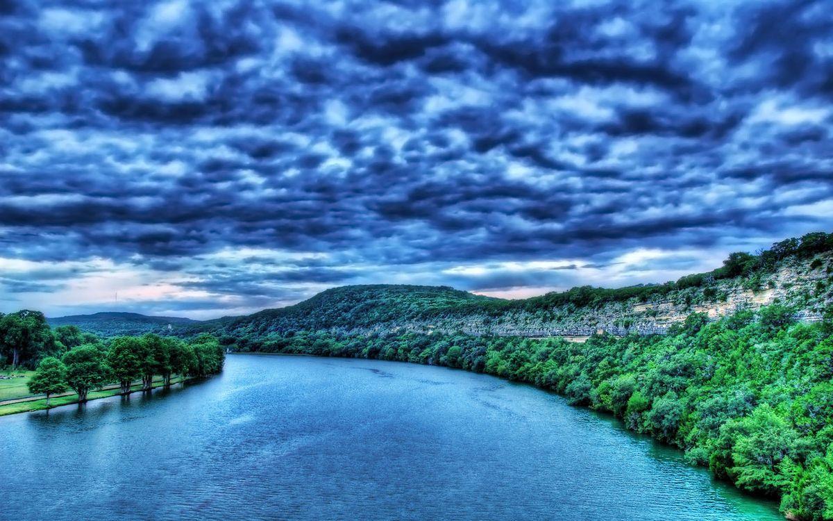 Фото бесплатно небо, тучи, непогода, деревья, парк, лес, листья, крона, кора, река, озеро, вода, лучи, природа, пейзажи, пейзажи