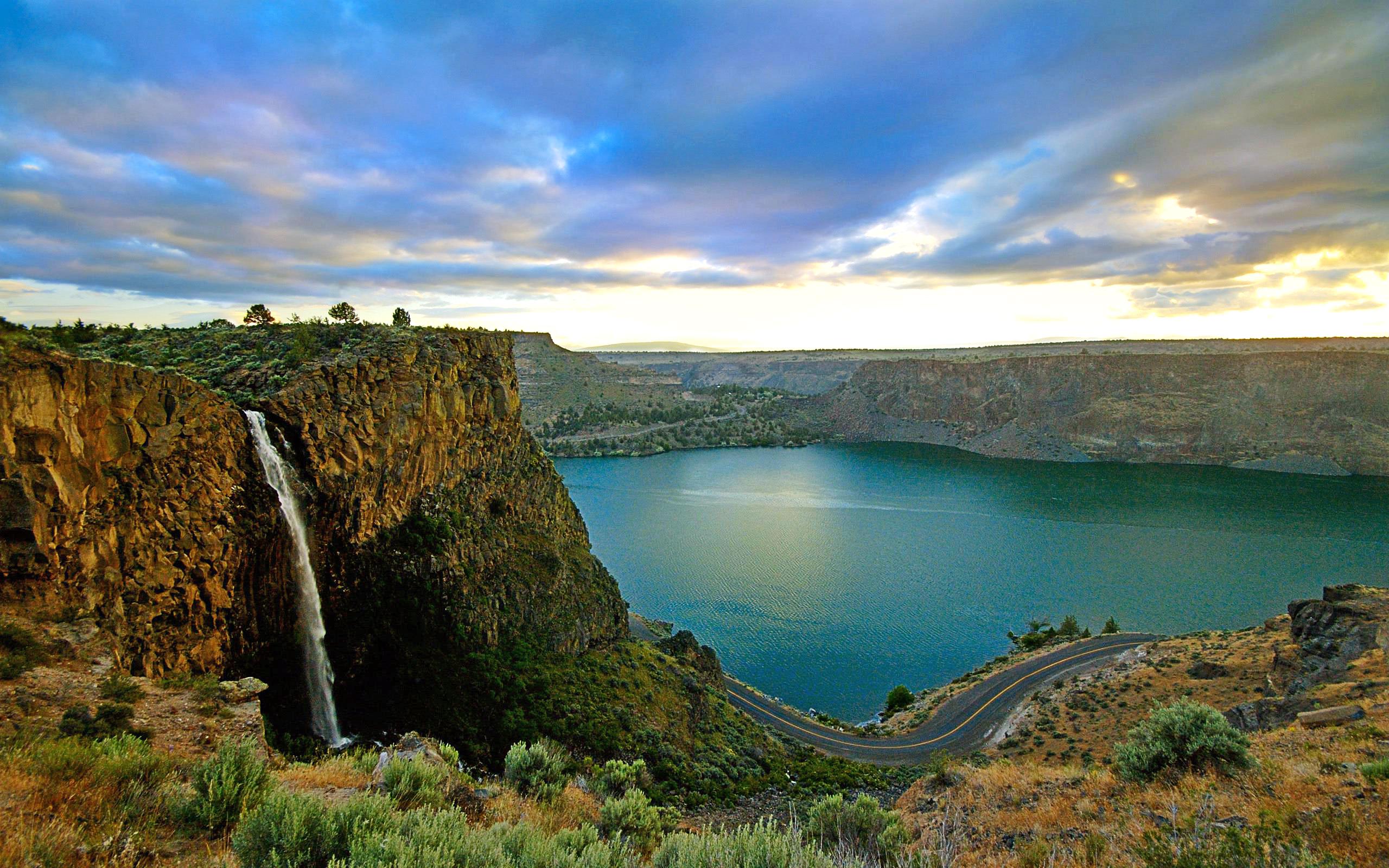 озеро, скалы, водопад