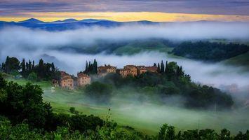 Бесплатные фото поселение,горы,дома,лес,холмы,туман,пейзажи