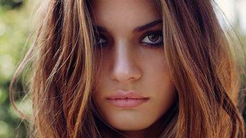 Обои шатенка, карие, глаза, длинные, волосы, губки, красивое, лицо, девушки