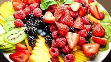 Заставки ягоды, фрукты, ассорти, клубника, малина, ежевика, киви, еда