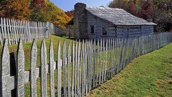 Фото бесплатно забор, дом, печь, трава, деревья, окна, пейзажи