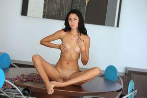 Бесплатные фото Macy B,модель,красотка,голая,голая девушка,обнаженная девушка,позы