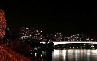 Бесплатные фото ночь, река, мост, подсветка, дома, высотки, огни