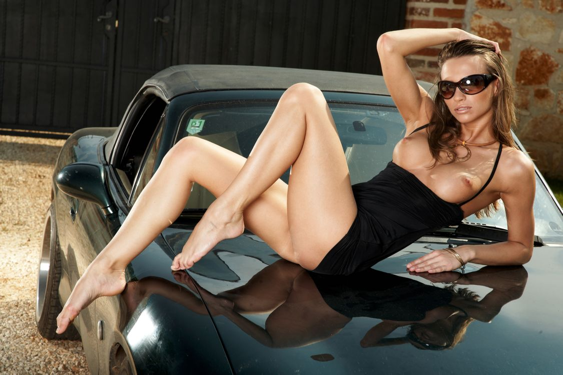 naked-babe-car-sex