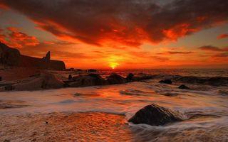 Заставки янтарный закат, солнце, море, небо, берег, скалы, песок