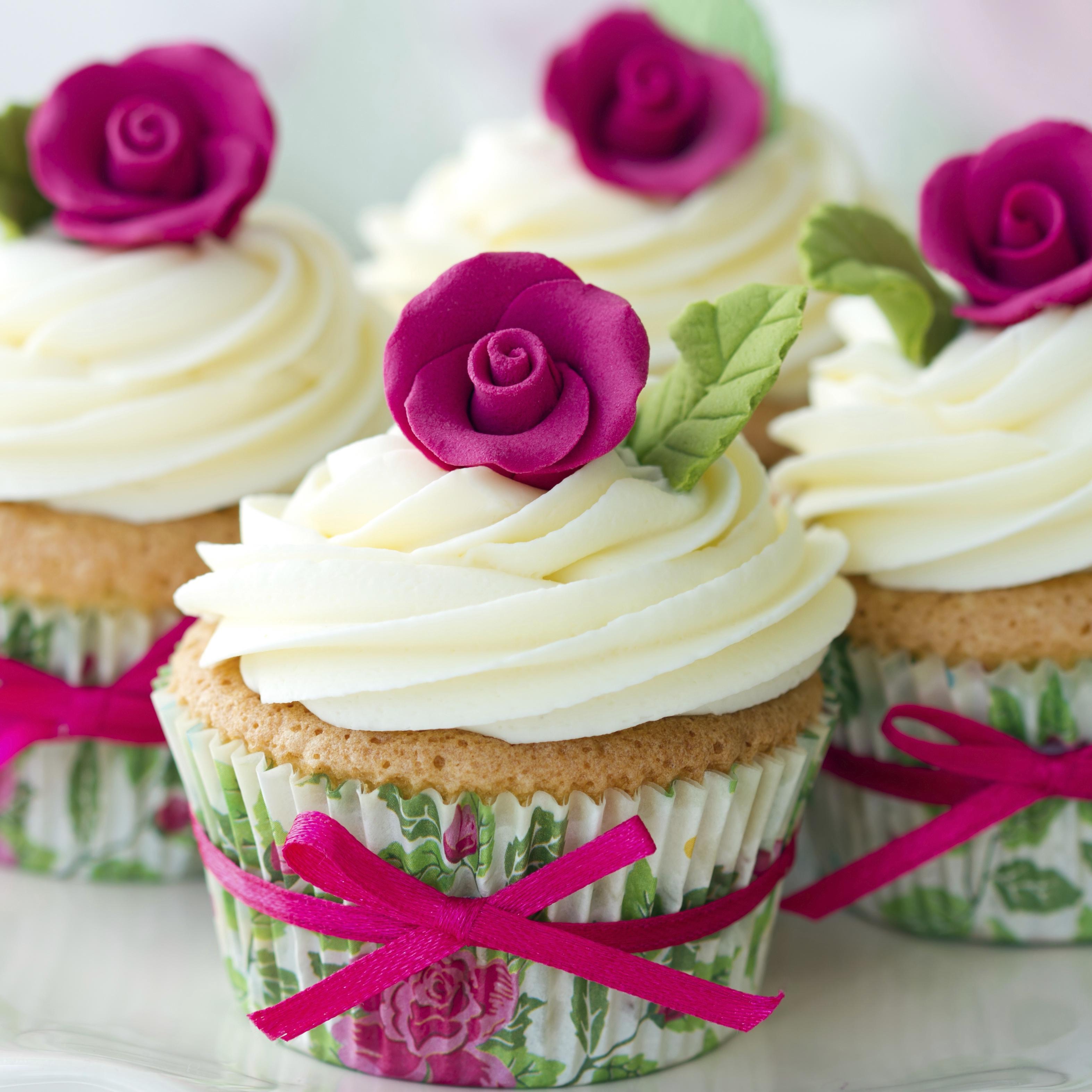 обои выпечка кексы, крем, украшение, роза картинки фото