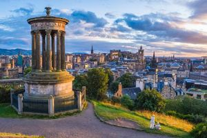 Фото бесплатно Calton Hill, холм в центре города Эдинбург, Шотландия
