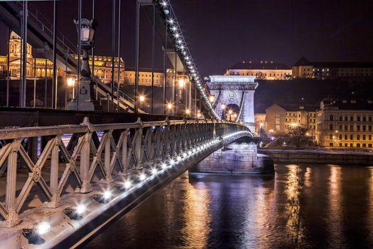 Фото бесплатно Замок Буда с видом на Цепной мост Будапешт, ведущий через реку Дунай, Будапешт