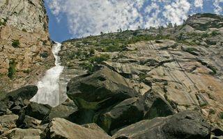 Фото бесплатно гора, скала, камни, растительность, водопад, небо