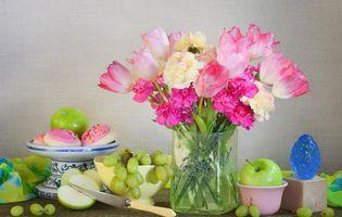Обои гвоздики, тюльпаны, виноград, печенье, букет, яблоко