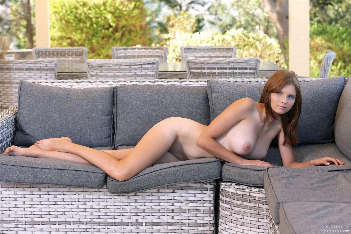 Фото бесплатно Nicolette, красотка, голая, голая девушка, обнаженная девушка, позы, поза, сексуальная девушка, эротика, эротика