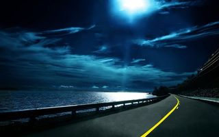 Фото бесплатно ночь, море, побережье, дорога, небо, облака, луна, свет