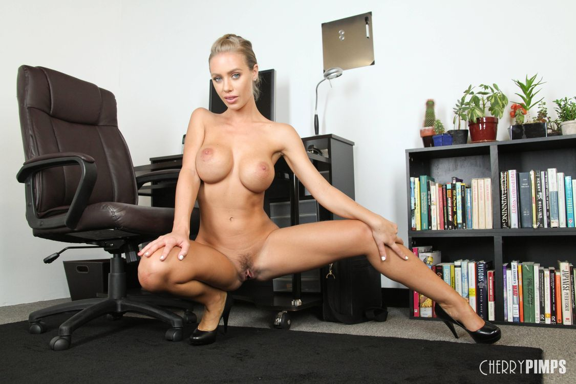 Фото бесплатно Nicole Aniston, модель, эротика, красотка, девушка, голая, голая девушка, обнаженная девушка, позы, поза, эротика