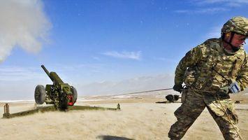 Бесплатные фото артиллерийский,обстрел,оружие,выстрел,ударная волна,пыль,песок