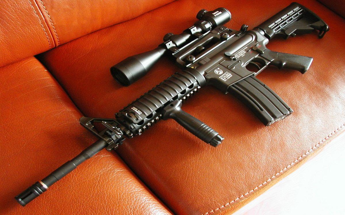 Фото бесплатно автомат, снайперский, прицел, красный, кожаный, диван, оружие, оружие