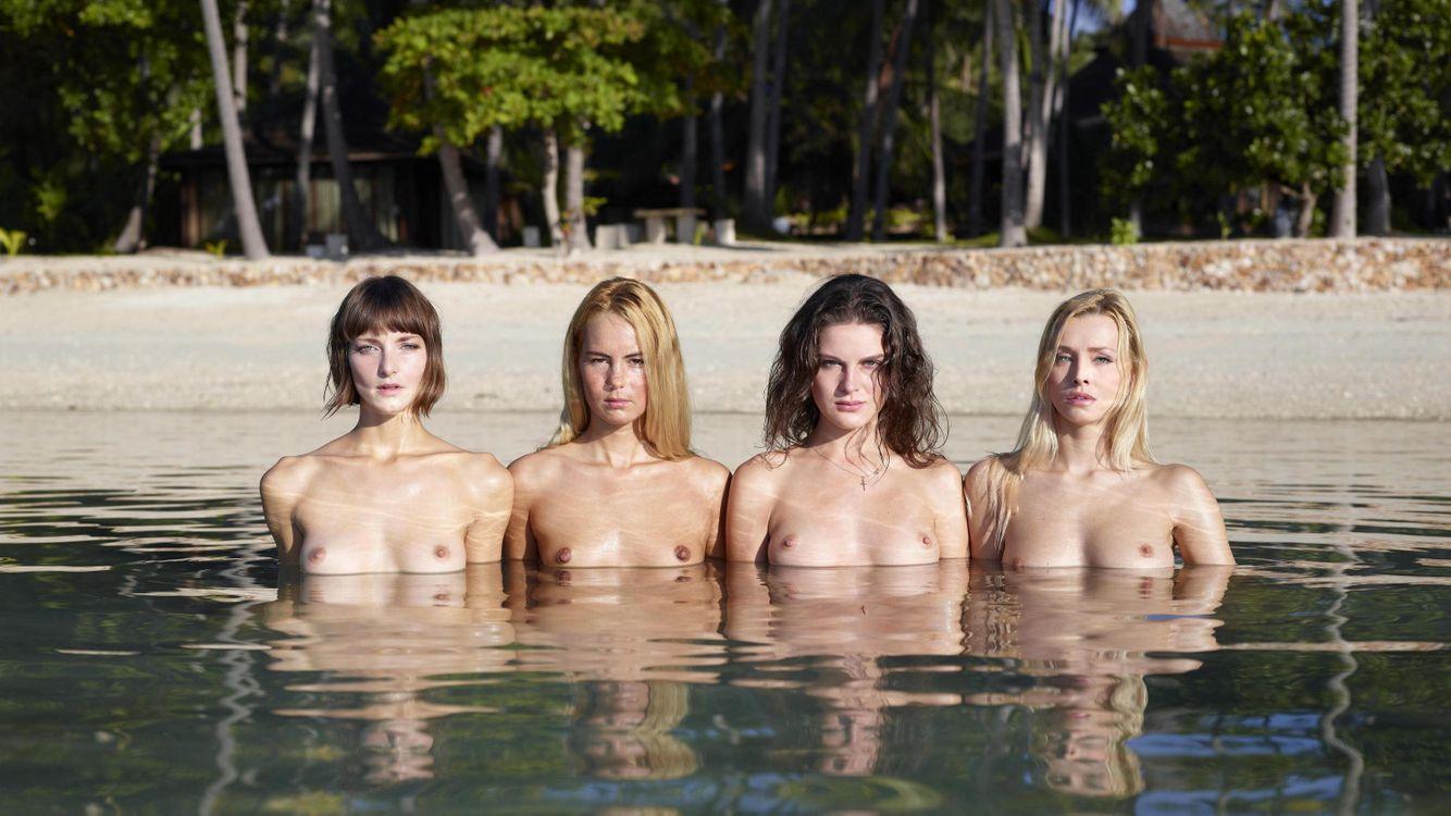 Фото бесплатно coxy, flora, thea, zaika, pool, topless, грудь, nipples, эротика, эротика