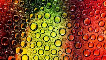 Обои капли, брызги, роса, дождь, стекло, шарики, круги, газы, красный, желтый, абстракции, разное