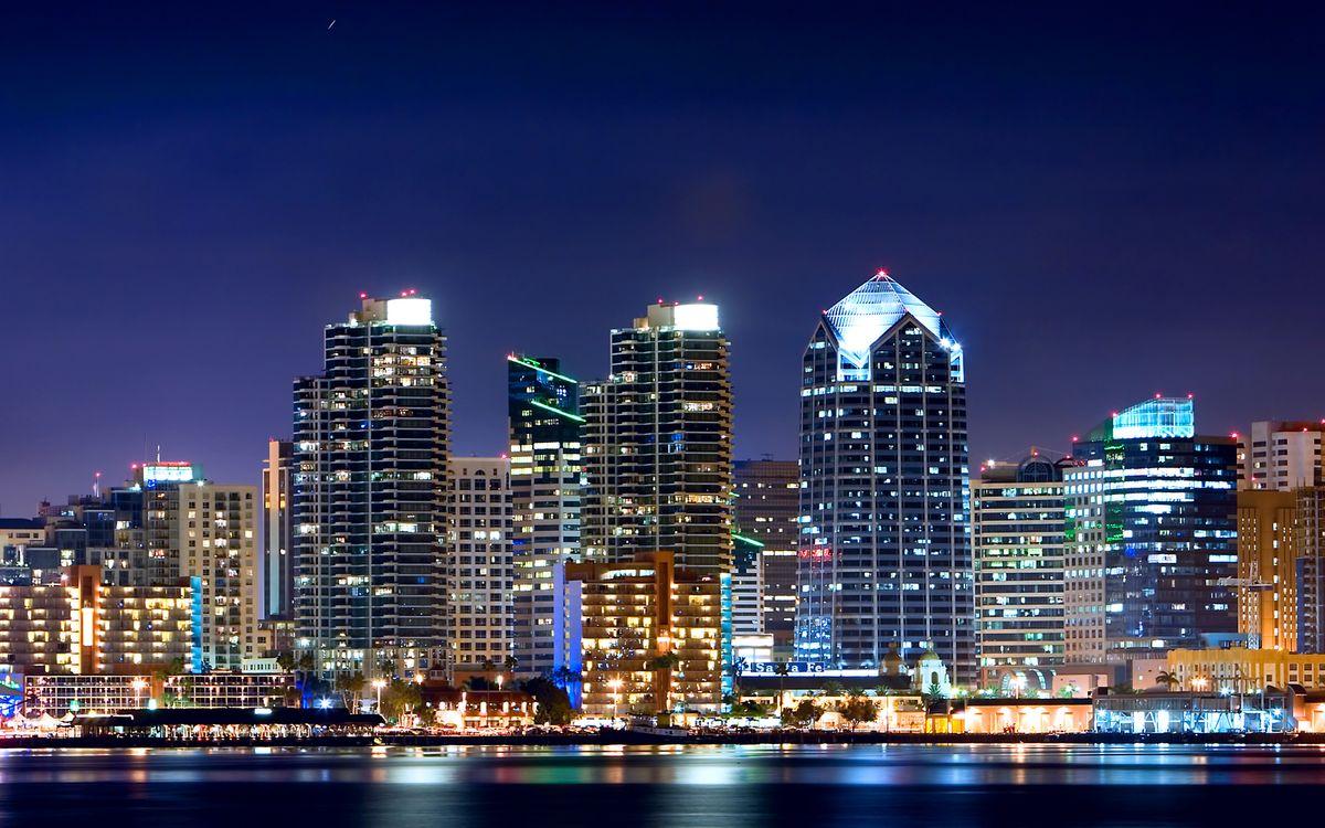 Фото бесплатно ночь, набережная, улицы, дома, небоскребы, огни, фонари - на рабочий стол