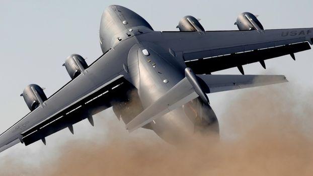 Военный транспортный самолет · бесплатное фото