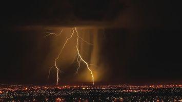 Бесплатные фото блискавка,стихія,грім,ніч,світиться,город,природа