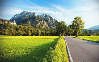 Бесплатные фото дорога,асфальт,обочина,деревья,поле,трава,горы