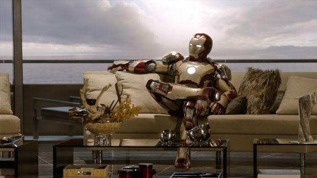 Бесплатные фото железный,человек,диван,стол,ноги,голова,фильмы
