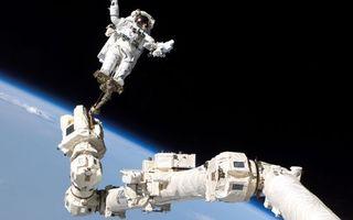 Бесплатные фото космическая,станция,ремонт,космонавт,планета,земля,космос