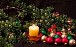Бесплатные фото новый год,шишки,свеча,шары,елка
