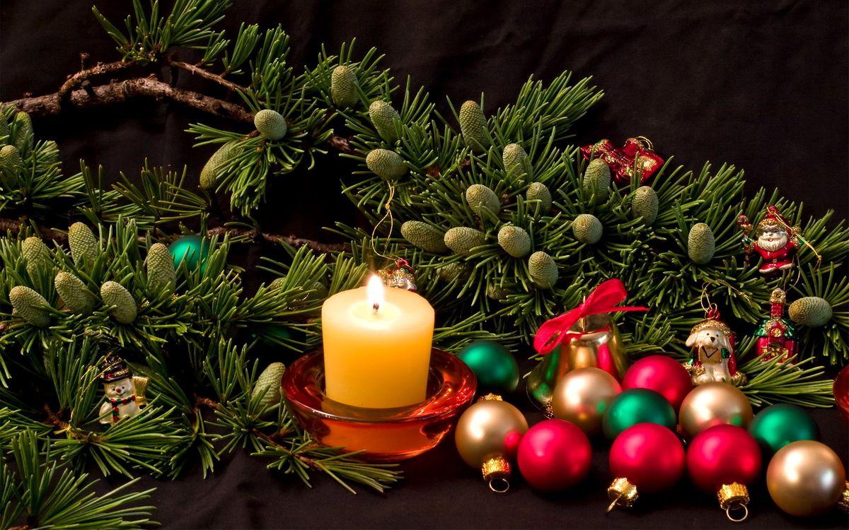 Фото бесплатно новый год, шишки, свеча, шары, елка, разное