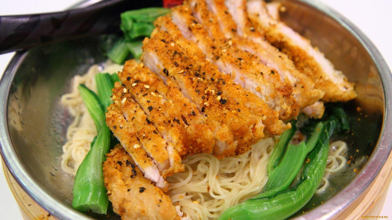 Фото бесплатно макароны, мясо, зелень, тарелка, ложка, перец, еда, еда