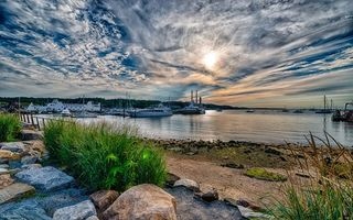 Обои небо, облака, солнце, яхты, море, камни, пейзажи