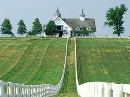 Бесплатные фото поле,трава,дом,небо,голубое,деревья,забор