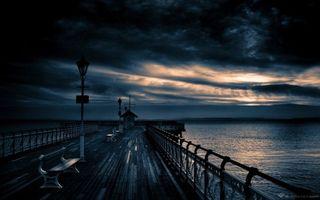 Бесплатные фото причал,мостик,скамейки,фонари,вечер,море,тучи