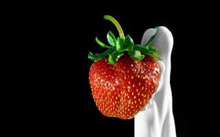 Фото бесплатно клубника, красная, листья, зеленый, молоко, белое, еда