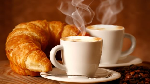 Бесплатные фото круассан,кофе,чашка,стол,ложка,завтрак,еда