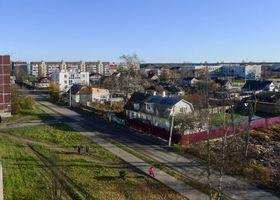 Бесплатные фото Приозерск,осень,дома,чистое небо,улица,люди