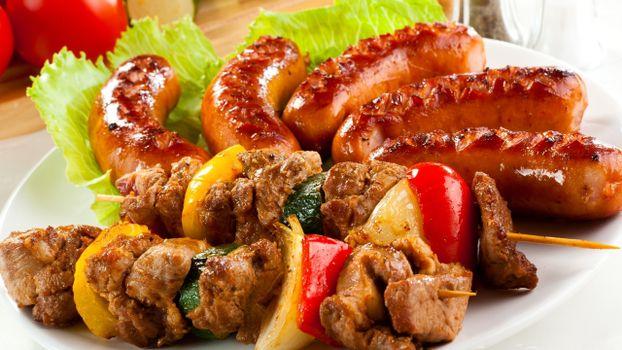 Фото бесплатно шашлык, сосиски, салат