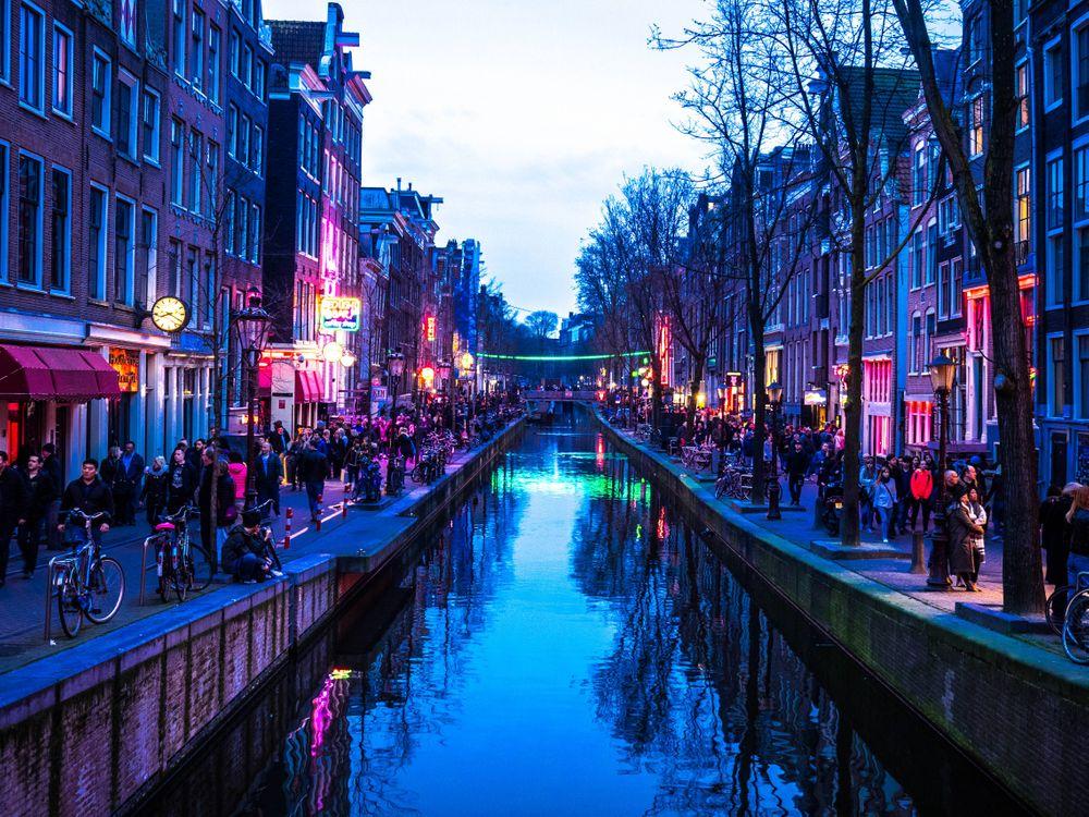можно смотреть картинки амстердама много проектов участвовало