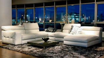 Бесплатные фото диван,стол,подушки,окна,ковер,вечер,пол