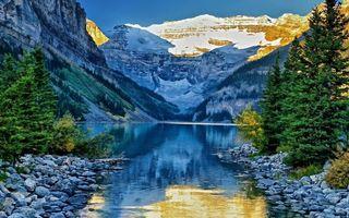 Заставки горы, небо, голубое, отражение, озеро, вода, снег, мороз, холод, лес, деревья, елки