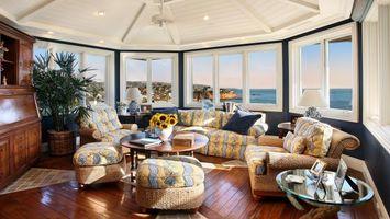 Бесплатные фото лоджия,диван,кресло,окна,потолок,стол,интерьер