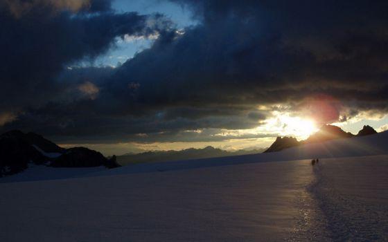 Бесплатные фото небо,тучи,снег,зима,горы,скалы,люди,поход,природа