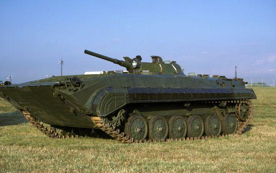 Бесплатные фото танк,гусеница,цепь,зеленый,цвет,трава,поле,война,учения,оружие