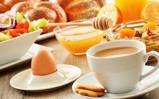 Заставки завтрак, чашка, кофе, печенье, яйцо, мед, салат, выпечка, еда