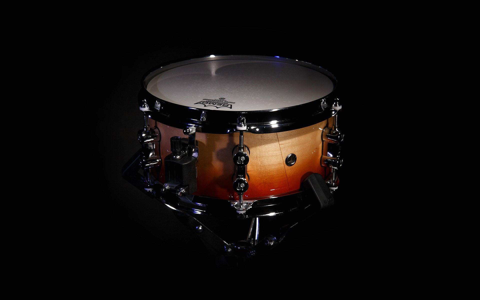 можно сделать красивые картинки с барабанами женщина всегда