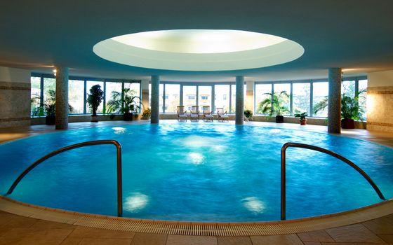 Фото бесплатно бассейн, вода, поручни