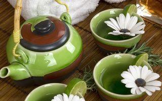 Заставки чайник, чашки, чай, ромашки, зеленый, крышка, лайм, дольки, напитки