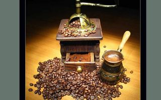 Обои кофе, зерна, кофемолка, стол, турка, пенка, шуфлядка, ручка, напитки